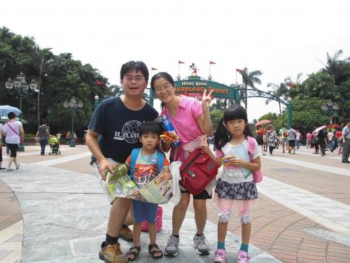 香港迪士尼大門口